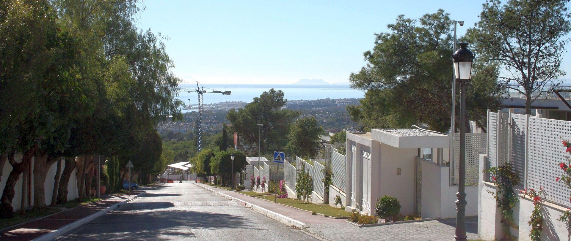 Sierra Blanca, Camojan, Altos Reales, Hill Club